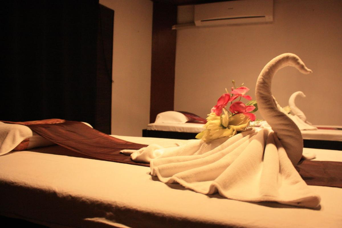 Nine Spa Bangkok offers double massage rooms